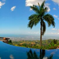 strawberry-hill-resort-private-helicopter-charter-from-kingston-airport...