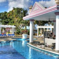 town-car-private-transfers-from-montego-bay-airport-to-riu-palace-negril.