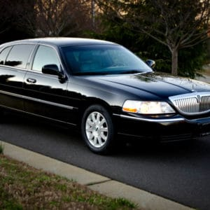 Luxury Town Car Transfer To Courtleigh Hotel From Kingston Airport